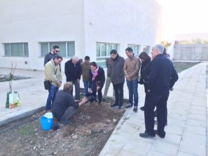 The team of LLC explained the Cocoon planting method to the project partners.