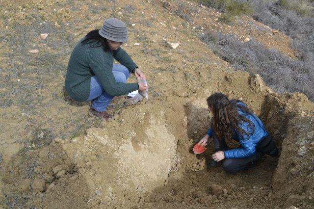 UAL-CAESCG toma muestras de suelo en Almería