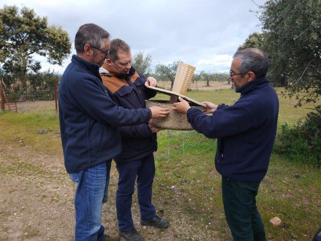 El equipo de Volterra explicó a los representantes de la UEx y la Fundación Global Nature el funcionamiento del Cocoon.
