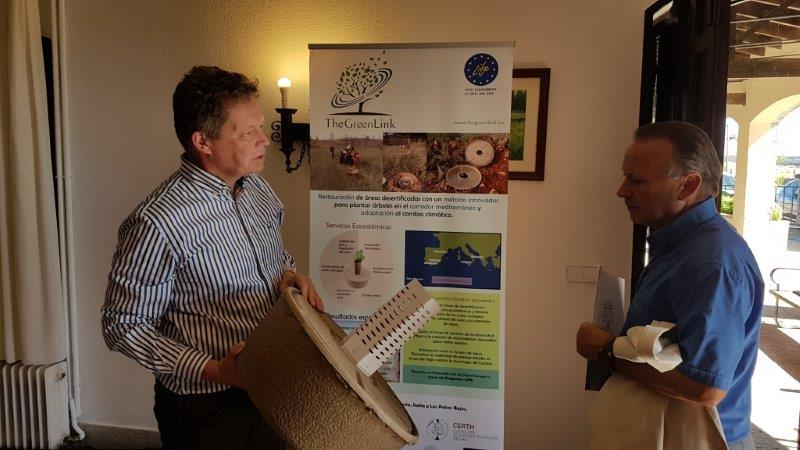 Volterra presents the Cocoon to the Deputy for Agriculture and Livestock in the province of Salamanca