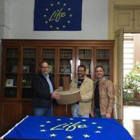 Delivery of 100 cocoons to the president of the Herería de Aguas de Arucas y Firgas