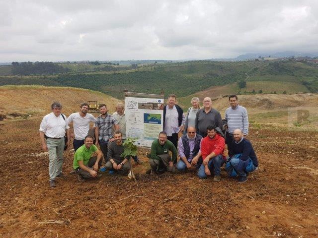 Reunión para el estudio de un método innovador en la reforestación de áreas con riesgo de desertificación