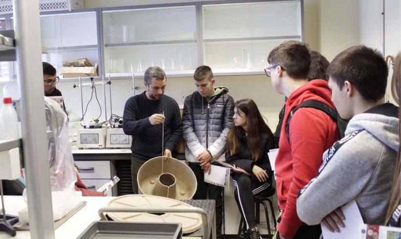 Estudiantes visitan el proyecto